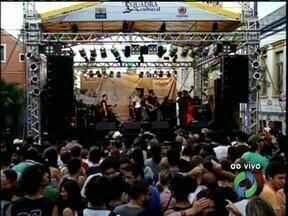Sábado com música no Setor Histórico de Curitiba - A quadra cultural ter várias atrações, entre elas o cantor Jerry Adriani.