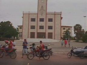 Polícia continua buscas pelos assaltantes que aterrorizaram Bom Jesus-PI - Bandidos assaltaram bancos, correios e fizeram reféns na cidade.