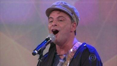 Rodrigo Santos canta 'Nunca desista do seu amor' - Músico compôs a canção no dia 24 de dezembro de 2005