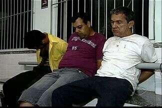 Casal de lavradores é sequestrado pelo próprio sobrinho no ES - Polícia foi acionada, fez um cerco e os três assaltantes foram perseguidos até Guarapari.Na fuga, os bandidos capotaram o carro com a senhora de 57 anos no porta-malas.