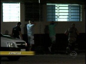 Quatro advogados presos em operação, são transferidos para Joinville - Quatro advogados presos em operação, são transferidos para Joinville