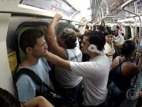 Passageiros dos transportes públicos do Rio reclamam do calor - O Bilhete Único não dá direito aos passageiros a veículos com ar condicionado. Os usuários dos metrô também sofrem; o equipamento não dá conta da grande demanda. Os trens, da SuperVia, circulam com as janelas abertas.