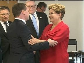 Brasil assina acordo de intenções para compra de mísseis na Rússia - A presidente Dilma assinou, com o primeiro-ministro da Rússia, um acordo de intenções para compra de armamento. Na reunião, eles também discutiram a troca de experiências na realização de eventos esportivos como a Copa do Mundo.