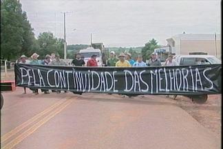Motoristas e produtores protestam na RS 514 - Estrada ficou fechada durante toda a manhã
