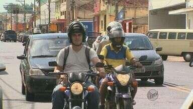 Cresce o número de multas aplicadas devido ao uso incorreto do capacete - Cresce o número de multas aplicadas devido ao uso incorreto do capacete.