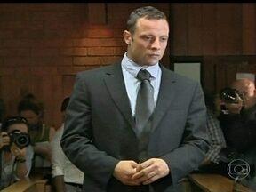 Oscar Pistorius consegue direito ã fiança e vai responder processo em liberdade - Com pagamento de cerca de R$220 mil reais, paratleta terá direito de responder pelo possível homicídio fora da prisão.