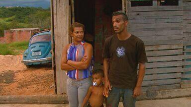 Família do Bairro Cidade Aracy 2, em São Carlos, reclama de infestação de pernilongos - Família do Bairro Cidade Aracy 2, em São Carlos, reclama de infestação de pernilongos.