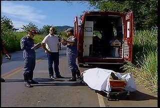 Uma pessoa morreu em um acidente nesta sexta (22) na MG-135, saída de Montes Claros - PM fazia uma blits de rotina, e motorista não percebeu a sinalização da blits e não conseguiu frear. Homem teve parada cardíaca.