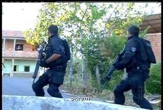 Operação Apocalipse prende mais de 20 traficantes em São Fidélis, RJ - Mais de 200 policiais estiveram na cidade para desarticular o tráfico de drogas.Detidos serão transferidos para Casa de Custódia de Campos dos Goytacazes.