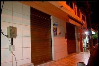 Vigilância Sanitária fecha farmácia sem licenças em Macaé, RJ - Loja do bairro Engenho da Praia não tinha alvará para atuar como farmácia.Estabelecimento não tinham, também, farmacêutico para atendimento.