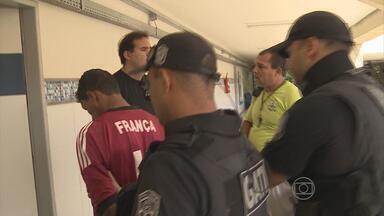 Polícia prende homem suspeito de matar estudante durante um assalto a ônibus - O crime foi na última quarta-feira, na BR-101 Sul, em Jaboatão. De acordo com as investigações, a estudante foi morta porque pode ter sido reconhecida pelo assaltante.