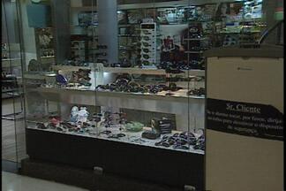 JPB2JP: Ladrões assaltam lotérica que fica em hipermercado na Capital - Bandidos também tentaram roubar joalheria.