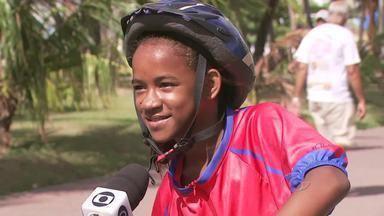 Crianças participam da primeira edição de 2013 do passeio de bicicleta - O objetivo do evento foi estimular a prática de atividade física como lazer e ensinar noções de trânsito.