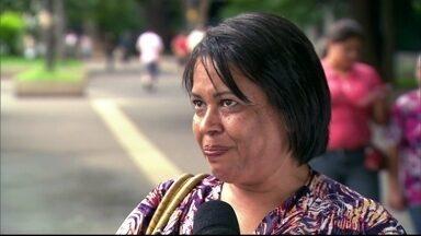 População nas ruas conta coincidências que viveram - Senhora namorou quatro pessoas com a letra M no nome