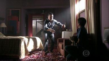 Adam encontra Yuri - Russo manda Irina ligar para Lívia. No Brasil, Rosângela pergunta se Garcez arranjou outro comercial para ela