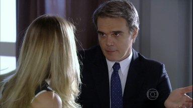 Carlos repreende Antonia pela displicência com os negócios - Ele desconfia da integridade de Wanda