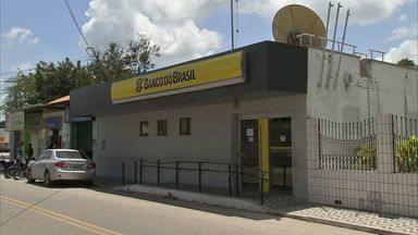Polícia tenta localizar quadrilha que assaltou banco em Itaitinga - Gerente e família foram mantidos reféns.