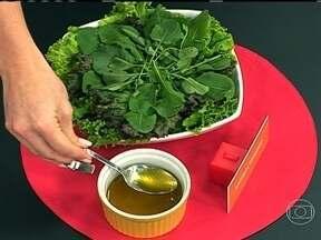 Mel pode ser usado em frutas e saladas - Comer mel com banana pouco antes de deitar pode melhorar a qualidade do sono. O mel também pode ser usado como molho de saladas, dando um sabor adocicado às folhas. Os benefícios da própolis não são cientificamente comprovados.