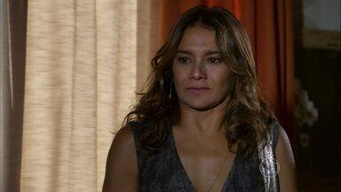 Lucimar conta para Helô que Morena foi traficada - Ela leva Sheila até a casa da delegada
