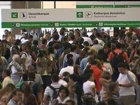 Apagão faz com que passageiros esperem mais de três horas no Aeroporto de Brasília - Os voos atrasaram mais de meia hora por conta da falta de luz. Apesar de contar com geradores, eles não foram suficientes para fazer todo o aeroporto funcionar.