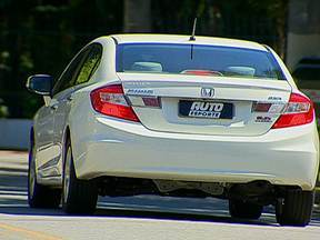 Autoesporte mostra vantagens e desvantagens do lançamento antecipado de novos modelos - Carros que tem anos de fabricação e modelos diferentes são conhecidos como duas cabeças. É a indústria antecipando os lançamentos. Em 2013, o Honda Civic é o primeiro carro 2014 rodando no Brasil. Conheça as vantagens e desvantagens desta prática.