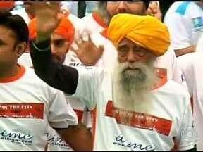 Conhecido como 'tornado de turbante', corredor indiano encerra a carreira aos 101 anos - Colecionando marcas e recordes, atleta foi iniciado em provas curtas e chegou a disputar maratonas, até se aposentar em prova de Hong Kong.