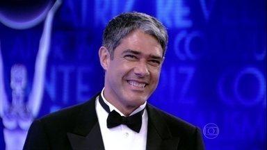 William Bonner curte a concentração ao lado de outros astros e estrelas - Kika Martinez conta que os atores tietam seus colegas durante a apresentação do prêmio