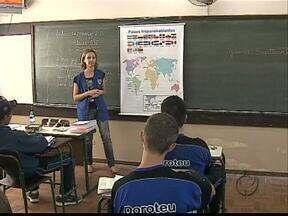 Nem todas as escolas cumprem a lei que determina ensino de espanhol - A determinação vale para as turmas do ensino médio.