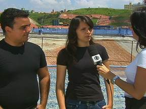 Parceiros de Itaquera vão mostrar mudanças com a construção da Arena Corinthians - O estádio vai receber a abertura da Copa do Mundo de 2014. Jennifer e Alexandre vão acompanhar as transformações na região, como a ampliação de trecho da Radial Leste e a construção de uma faculdade estadual.
