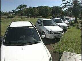 Frota da Secretaria da Saúde começa a ser renovada - Hoje 41 veículos novos foram entregues para uso das equipes de vários setores que prestam atendimento à população