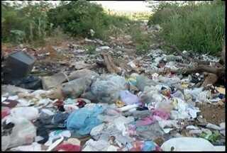 Problema do lixo em Nova Esperança continua e prefeitura, que havia prometido, não resolve - Moradores informam que serviço ficou pela metade.
