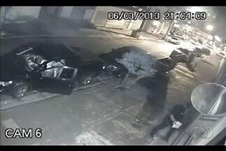 Número de roubo de carros aumenta em Goiânia, neste ano - O roubo de carros na capital voltou a crescer. Segundo a Secretaria de Segurança Pública, 352 veículos foram furtados e mais de 800 roubados, só nos meses de janeiro e fevereiro desse ano.