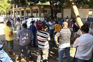 Mais de três mil servidores da Saneago paralisam atividades nesta sexta-feira, em Goiás - Servidores da Saneago fizeram uma paralisação das atividades na manhã desta sexta-feira (8). Segundo os manifestantes, mais de três mil trabalhadores estão parados.