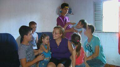 Com de sete filhos, Rosângela mostra como é sua rotina de mãe, esposa e dona de casa - Com de sete filhos, Rosângela mostra como é sua rotina de mãe, esposa e dona de casa.