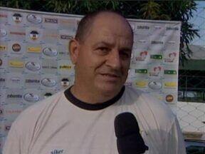 Flamengo-PI treina finalizações de olho na liderança do Piauiense 2013 - Técnico Celso Teixeira cobre redução do número de erros e força atletas a melhorarem pontaria para próximo desafio. 'Time campeão tem que acertar'