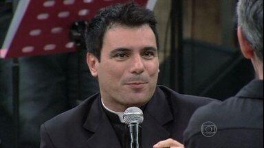 Padre Juarez fala sobre a escolha do novo Papa - Sacerdote conta que não está na torcida por ninguém