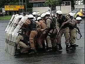 Polícia treina 60 novos integrantes para a Tropa de Choque de Londrina - Serão duas semanas de treinamento. Polícia garante que abordagem será mais preventivo do que de repressão.