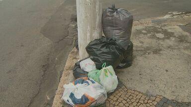 Moradores de Americana, SP reclamam que a Prefeitura não está recolhendo o lixo - Moradores de Americana, SP reclamam que a Prefeitura não está recolhendo o lixo. Em nota, a prefeitura confirmou que houve atraso na coleta em alguns bairros da cidade.