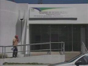 Quatro prédios das polícias Militar e Civil em Floriano estão abandonados - Quando foram desocupados, as autoridades chegaram a anunciar que os locais seriam usados para descentralizar alguns serviços, mas perto de completar dois anos, nada foi feito.