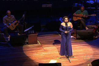 Cantora Maria Eugênia faz show da nova turnê, em Goiânia - A cantora goiana apresentou canções do seu novo trabalho e também interpretou grandes obras da Música Popular Brasileira (MPB).