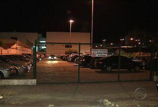Estudantes continuam pagando estacionamento em faculdades de Aracaju - Legislação proíbe venda casada de produtos e serviços