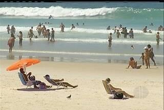 Verão se despede com muito sol em Cabo Frio, Região dos Lagos do Rio - Temperaturas chegaram a 30 graus.O outono começa na próximo quarta-feira (20).