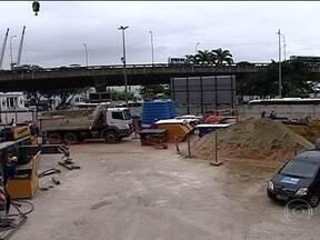 Funcionários que trabalham nas obras do Porto Maravilha estão em greve - Cerca de 3,5 mil operários de vários setores da construção civil estão parados há três dias. Eles trabalham para a concessionária Porto Novo e pedem melhores condições de trabalho.