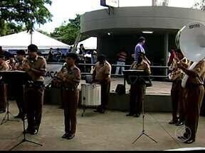 Integração no Bairro reúne mais de seis mil pessoas em Uberaba, MG - Ponto alto do evento foi a primeira etapa da Corrida Rústica de Uberaba.Foram mais de 15 mil atendimentos durante a manhã deste sábado (16).