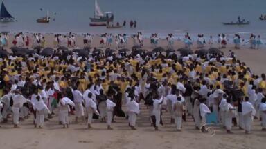 Pontal do Coruripe foi invadida pela equipe da TV Globo - Coruripenses se preparam para o desafio Dança da Galera, do Domingão do Faustão