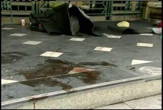 Morador de rua é morto a pauladas no Centro de Petrópolis, RJ - O corpo de Robson dos Santos, de 39 anos foi encontrado por policiais.O homem, tinha lesões na cabeça, identificadas como marcas de pauladas.