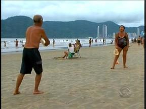 Turistas idosos lotam praias de Balneário Camboriú em março - Turistas idosos lotam praias de Balneário Camboriú em março
