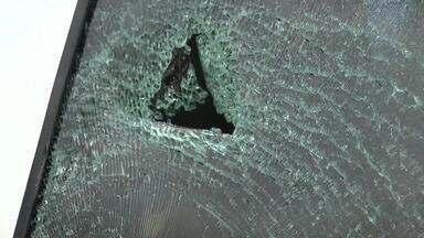 Idosos são atacados por torcedores do CRB - O ataque ocorreu devido a uma bandeira do CSA que estava no veículo.