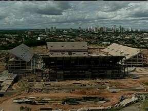Tribunal de Contas de Mato Grosso divulga relatório sobre obras atrasadas para a Copa - De 24 intervenções, 21 apresentam de um a seis meses de atraso. Com relação à Arena Pantanal, que vai receber quatro jogos do mundial, os auditores afirmam que só foram concluídos 47% das obras.