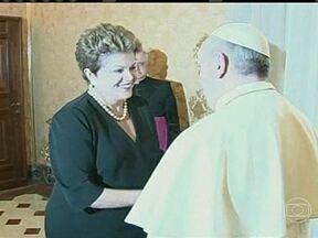 """Papa Francisco confirma ida à Jornada Mundial da Juventude - As impressões foram as melhores, disse a presidente. """"Ele é uma pessoa extremamente carismática e, ao mesmo tempo, com um grande compromisso com os pobres"""", afirmou Dilma Rousseff."""